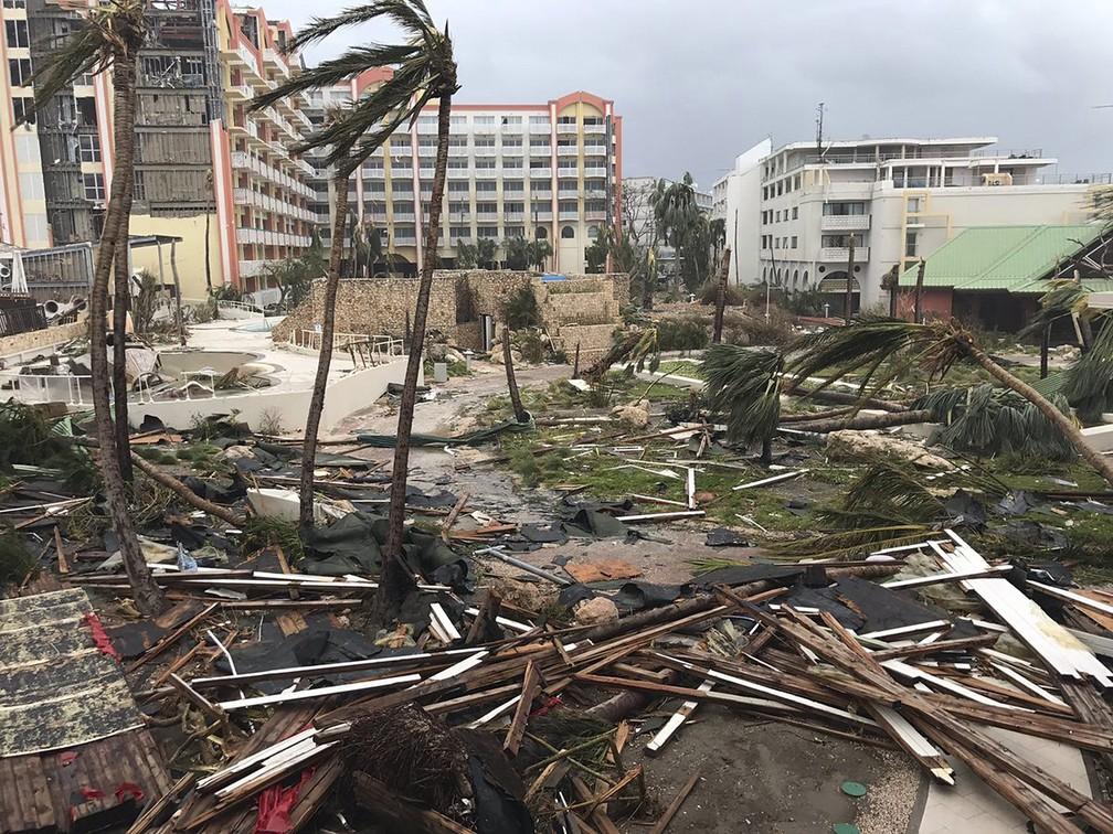 Destruição na Ilha de Saint martin, no Caribe, após passagem do furacão Irma (Foto: Jonathan Falwell via AP)