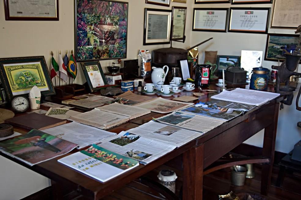 Artigos antigos ficam na sede da Fazenda Sertão no Sul de MG (Foto: Divulgação/Rota do Café)