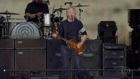 Paul McCartney diz que não pensa em aposentadoria e encontra fãs com o Fantástico