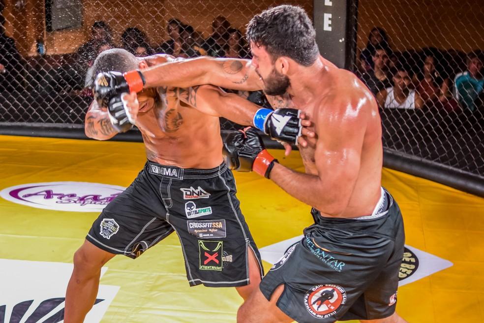Johny Vieira vence Junior Orgulho nos pontos (Foto: Rafael Lavô/Território Tupiniquim)