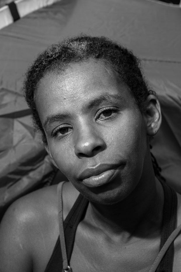 Leig Laura Aprigio dos Santos: ex-moradora do prédio que desabou em São Paulo (Foto: Zedu Moreau)
