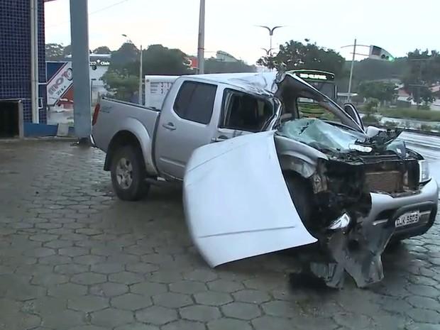 Motorista por pouco não atingiu uma das bombas de combustível em São Luís (MA) (Foto: Reprodução/TV Mirante)