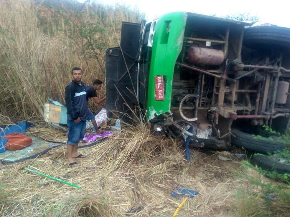 Acidente com ônibus de romeiros de mortos e ferido — Foto: Arquivo pessoal