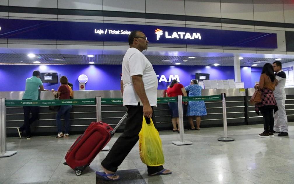 Desempregado desde 2012, Seu Zeca dorme no Aeroporto do Recife — Foto: Marlon Costa/Pernambuco Press
