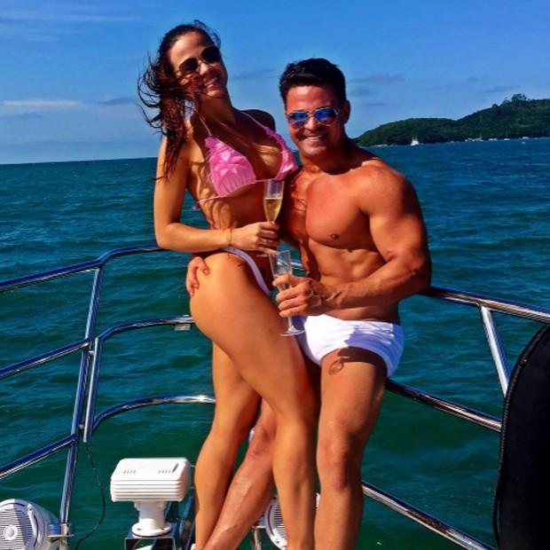 Eduardo Costa e a nova namorada (Foto: Reprodução/Instagram)