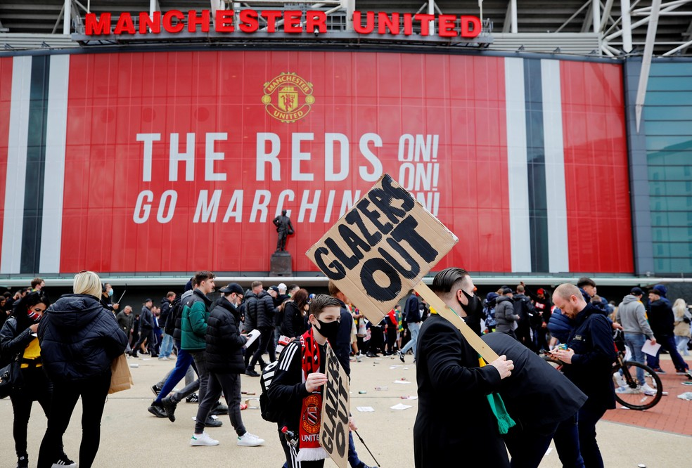 Protesto tinha família Glazer, dona do clube, como alvo — Foto: Reuters