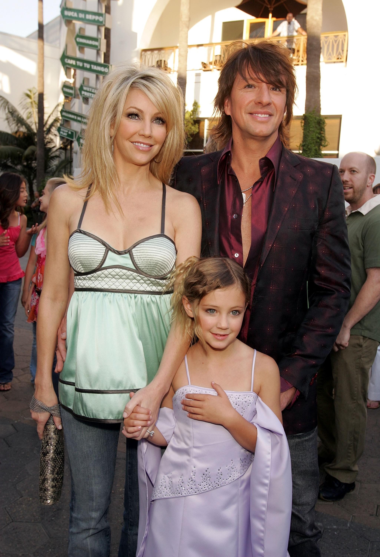 O músico Richie Sambora e a atriz Heather Locklear com a filha dos dois em uma foto antiga da família (Foto: Getty Images)