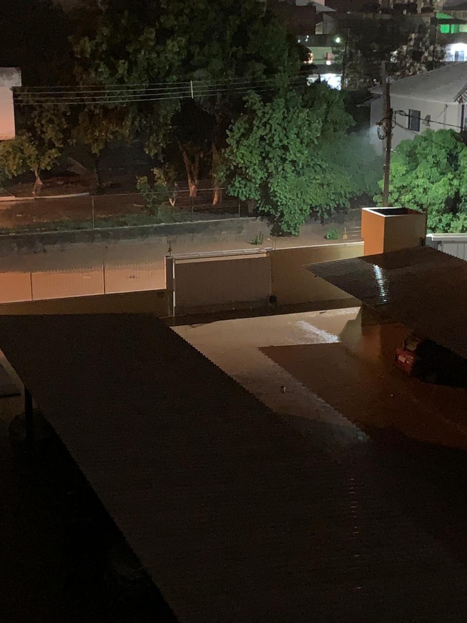 Moradores registram pontos de alagamento após chuva em Itaperuna, no RJ - Noticias