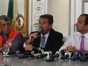 Ministro da Integração Nacional participou de reunião em Santos, SP (Foto: Mariane Rossi/G1)