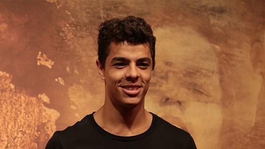 Matheus Abreu fala sobre a parceria com Cauã Reymond e Juliana Paes em 'Dois Irmãos'