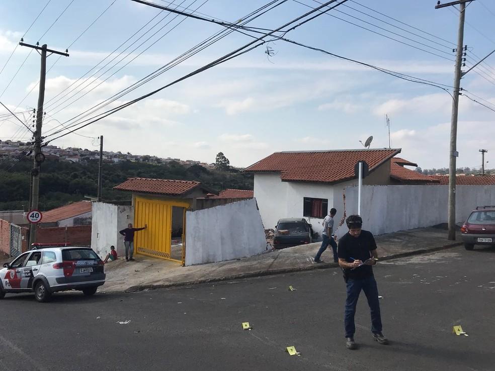 Perícia esteve no local para apurar as causas do acidente (Foto: Murilo Barbosa/TV TEM)