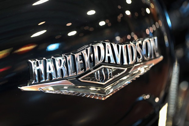KENOSHA, WI - JUNE 01:  Harley-Davidson motorcycles are offered for sale at the Uke's Harley-Davidson dealership on June 1, 2018 in Kenosha, Wisconsin. The European Union said it plans to increase duties on a range of U.S. imports, including Harley-Davids (Foto: Getty Images)