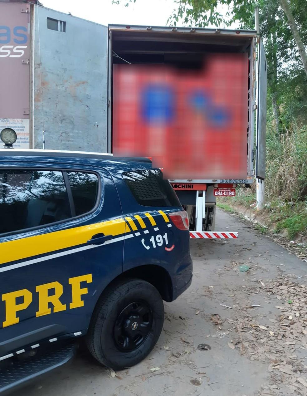 Polícia apreendeu caminhão com 600 caixas de cerveja — Foto: Polícia Rodoviária Federal/ Divulgação