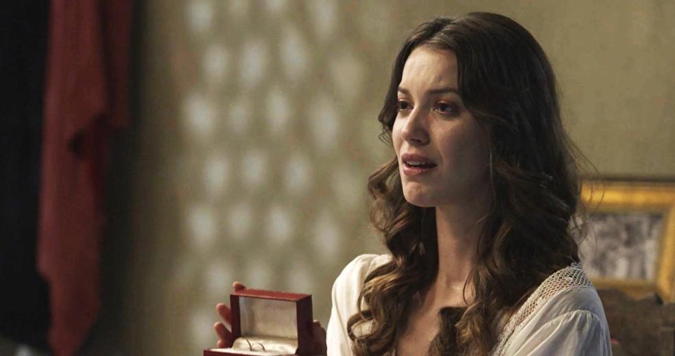 Elisa toma coragem e faz o pedido. Que fofa! ? (Foto: TV Globo)