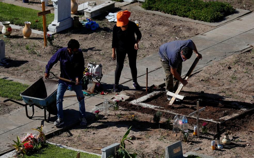 Cemitério de Flores, em Buenos Aires, em 21 de abril de 2021 — Foto: Agustin Marcarian/Reuters
