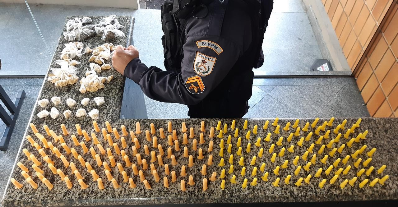 Polícia apreende maconha e cocaína durante patrulhamento em Campos, no RJ