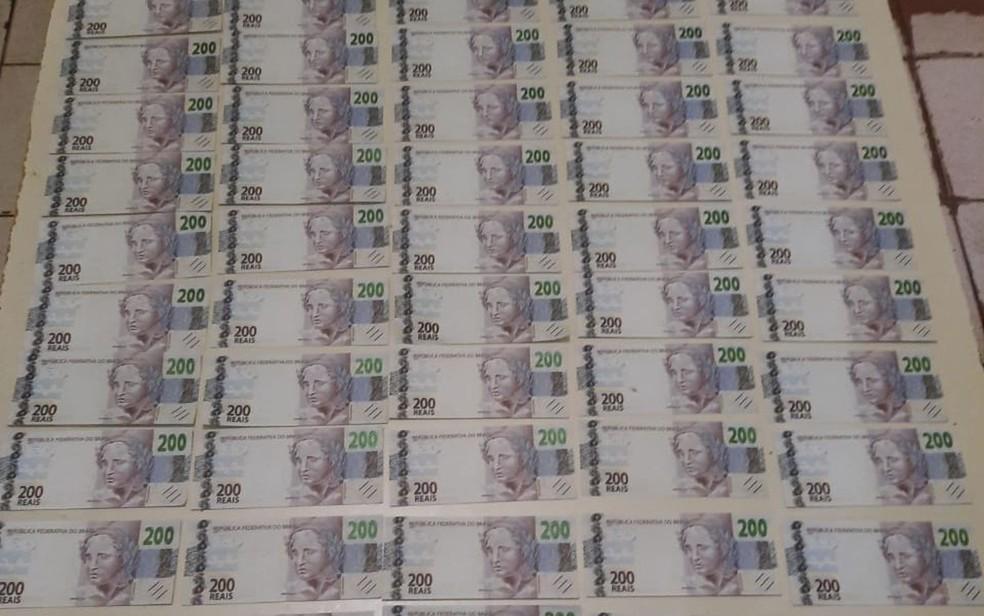 Casal foi preso com R$ 18 mil em notas falsas de R$ 200 — Foto: Divulgação/SSP
