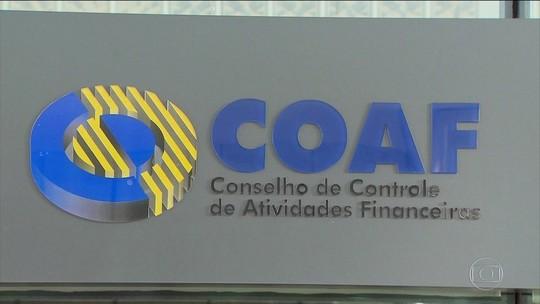 Ex-assessor de Flávio Bolsonaro recebia mesmo fora do país, diz Coaf