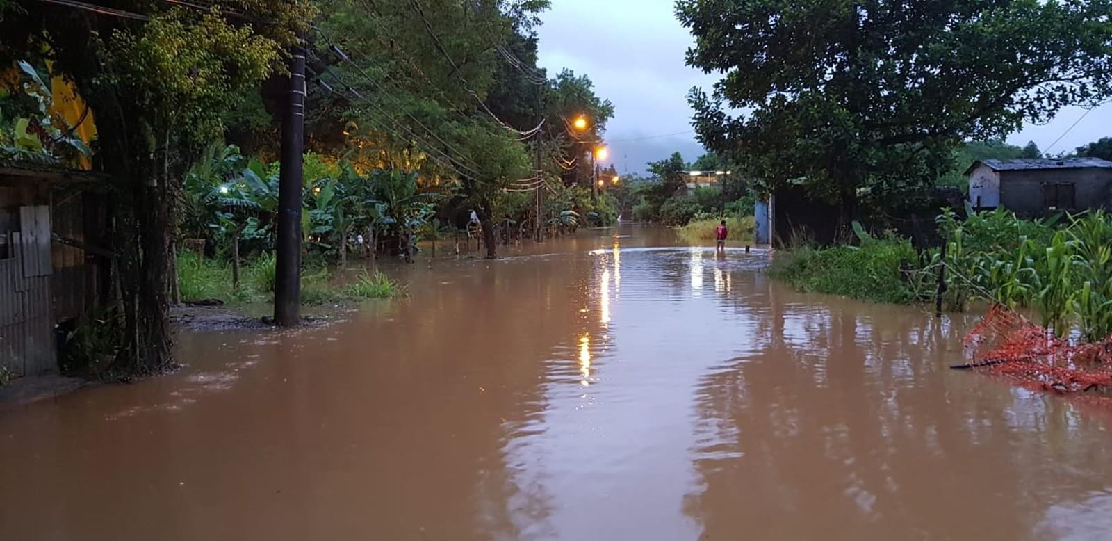 Situação do bairro Água Fria, na manhã desta segunda-feira, em Cubatão — Foto: Carol Santos/Arquivo Pessoal