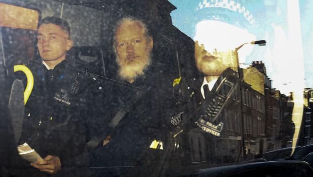Julian Assange foi preso na embaixada do Equador em Londres (Foto: REUTERS/Henry Nicholls)