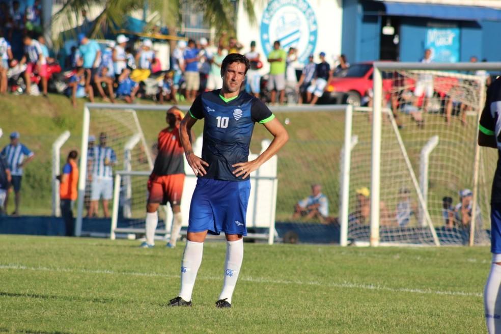 Kível perdeu espaço para Josimar e Michel e se machucou contra o Salgueiro (Foto: Denison Roma/GloboEsporte.com)