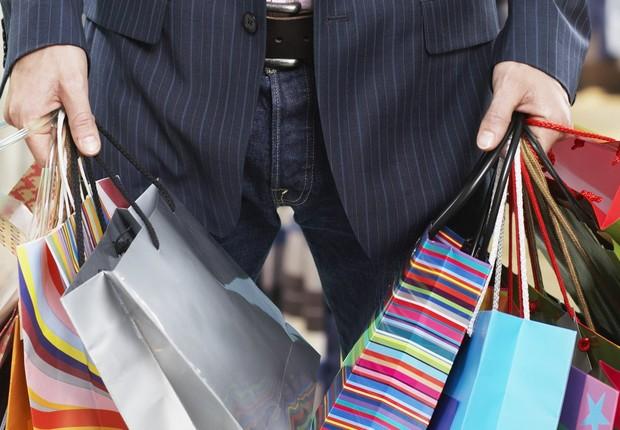 Gastar dinheiro à toa ; compras ; shopping ; gastar demais ; consumo ; barganha ; liquidação ; varejo ; terapia de compras ;  (Foto: Shutterstock)