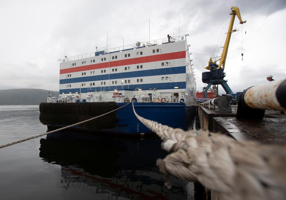 Usina nuclear flutuante está perto de zarpar na Rússia para cruzar o Ártico. — Foto: Maxim Shemetov / Reuters