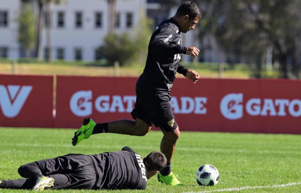 Diego Souza saiu do São Paulo para o Botafogo — Foto: Rubens Chiri/São Paulo