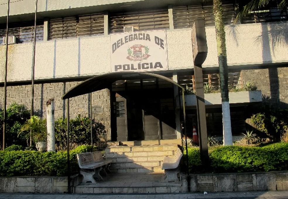 Caso é apurado pela Delegacia da Mulher, anexa à Delegacia Sede de Guarujá, SP — Foto: Carolina Ramires/G1