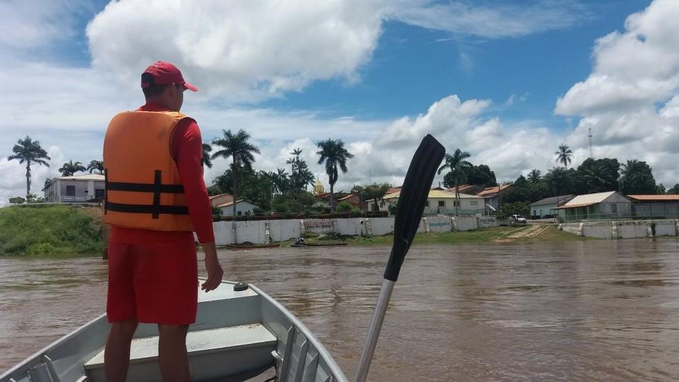 Bombeiros percorrem rio Araguaia até o Pará na tentativa de encontrar professor desaparecido (Foto: Divulgação/Bombeiros)