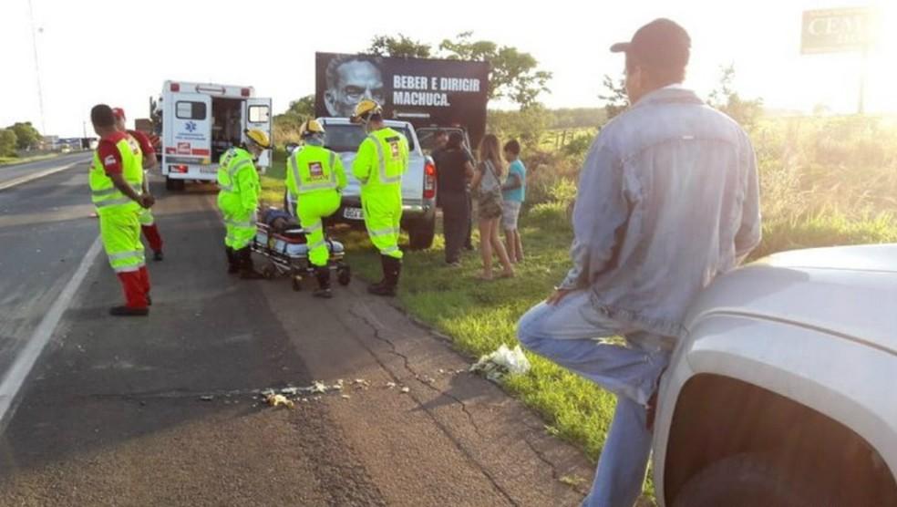 Feridos no acidente foram socorridos pelo Samu e levado para hospital em Santo Antônio de Jesus — Foto: Reprodução/Site Radar 64