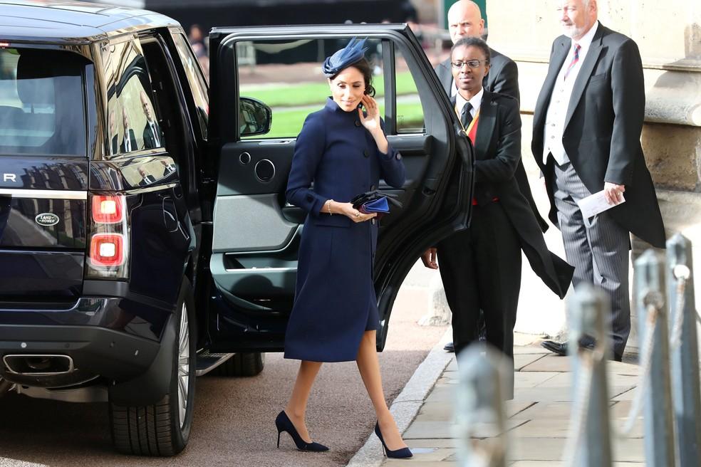 Meghan Markle chega nesta sexta-feira (12) à capela de São Jorge, onde se casou, para o enlace da princesa Eugenie e Jack Brooksbank  — Foto: Gareth Fuller/Pool via Reuters