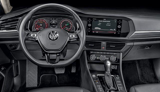 Comparativo: VW Jetta e VW Virtus GTS: Conservador, Jetta tem materiais de qualidade, mas painel é analógico (Foto: Leo Sposito)