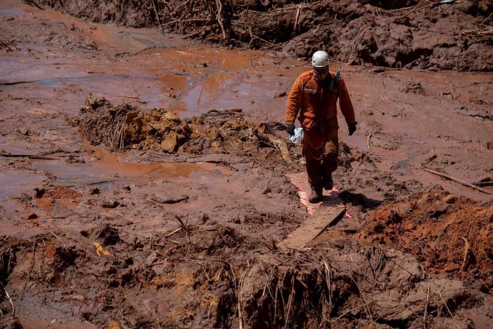 Capitão Farah em buscas por vítimas na lama da barragem de Córrego do Feijão — Foto: Corpo de Bombeiros