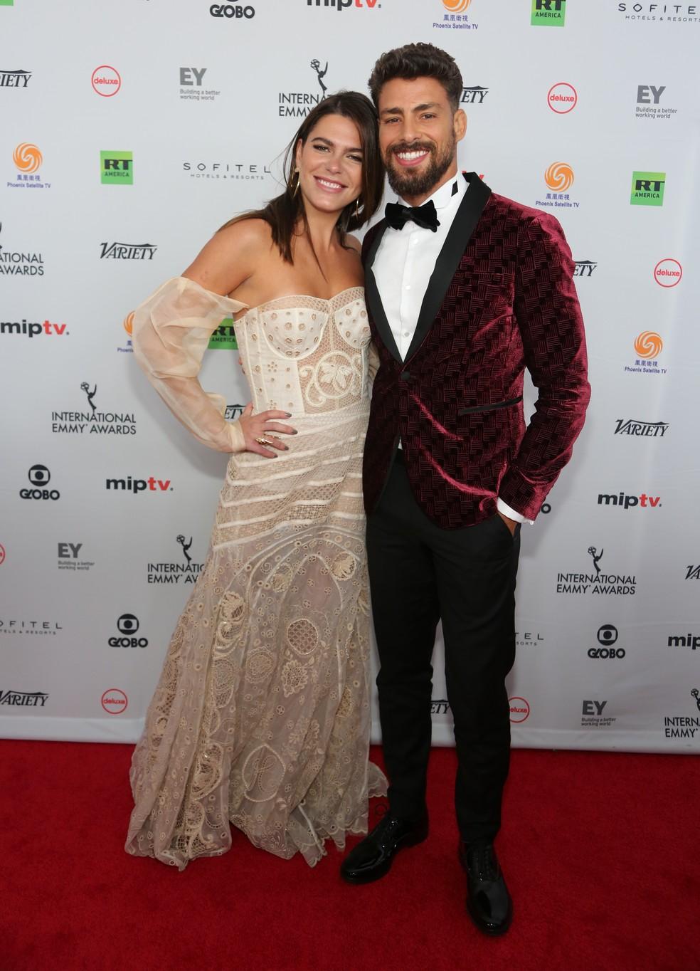 Cauã Reymond foi acompanhado da namorada, a modelo Mariana Goldfarb: casal puro estilo! (Foto: Globo/ Luiz C. Ribeiro)