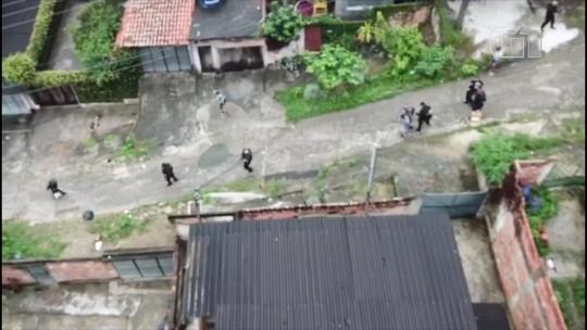 Polícia prende chefes do tráfico do Morro do Estado, em Niterói, com o auxílio de drone