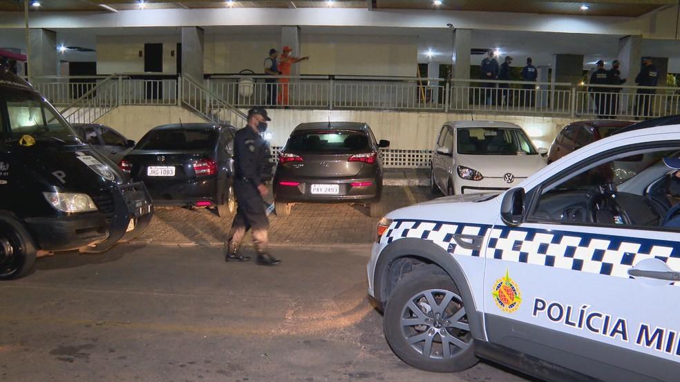 Batalhão de Operações Especiais (Bope) atua em ocorrência de cárcere privado na Asa Norte, em Brasília — Foto: TV Globo/Reprodução