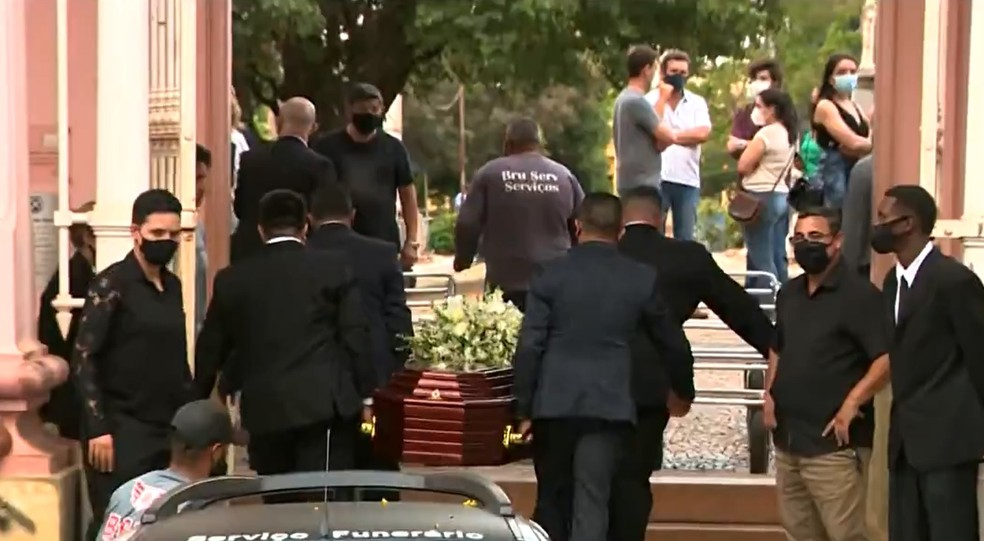 Enterro de membros da família Silveira Mello em Piracicaba — Foto: Reprodução/ EPTV