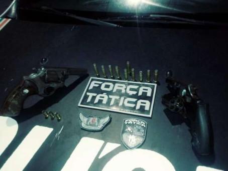 Dois revólveres são apreendidos pela PM com homens que tentavam invadir comunidade em Fortaleza