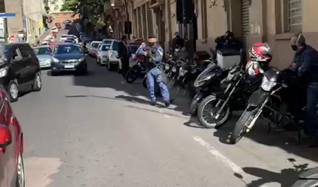 Guarda Municipal atira durante protesto contra ministro da Educação em Porto Alegre; três foram detidos