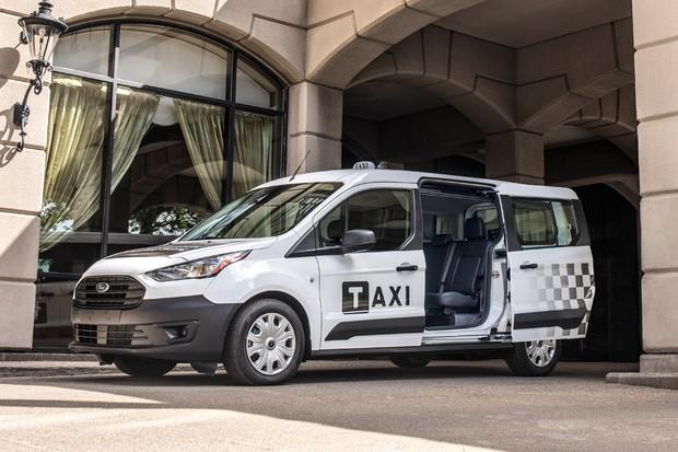 Transit Connect diesel também ganhou versão táxi (Foto: Divulgação)