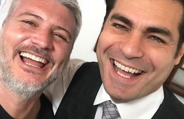 O diretor Fred Mayrink e Thiago Lacerda nos bastidores de 'Orgulho e paixão'. Veja a seguir mais fotos das gravações da reta final da novela (Foto: Reprodução Instagram)