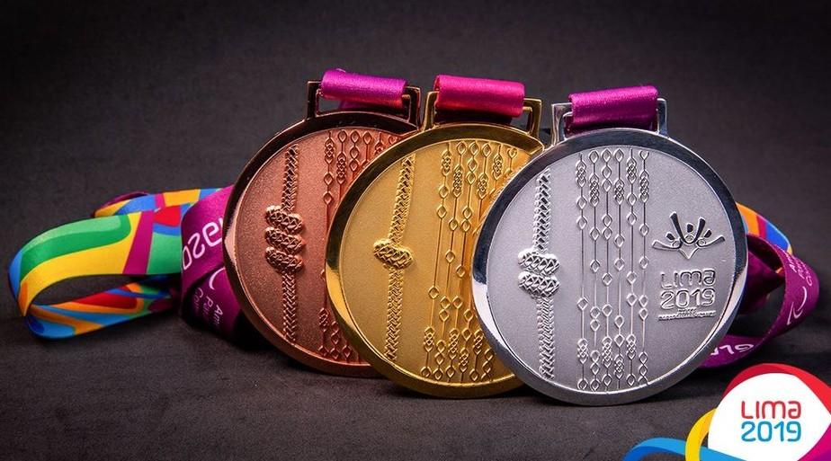 Com símbolos peruanos talhados, medalhas de ouro, prata e bronze do Pan de Lima são reveladas