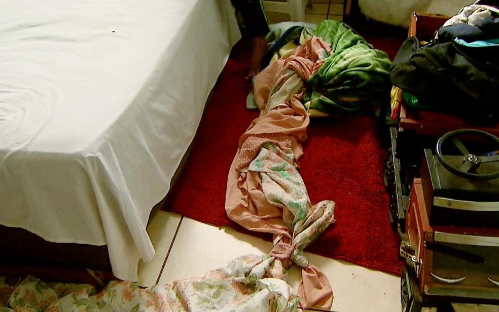 Irmãos fizeram corda com lençóis amarrados para fugir do apartamento em Ribeirão Preto (Foto: Paulo Souza/EPTV)