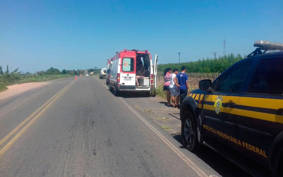 Vítimas foram socorridas pelo Samu e encamninhadas para hospital da região (Foto: Viviane Moreira/Site Verdades Políticas)