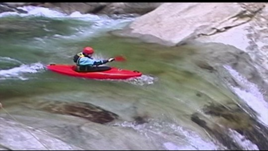 Você Só Tem Uma Chance: como se salvar do caiaque virado na água?