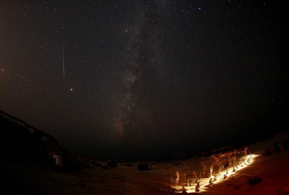 A chuva de meteoros Perseidas acontece anualmente entre julho e agosto e pode ser vista de vários lugares no mundo.  — Foto: Darrin Zammit Lupi/Reuters
