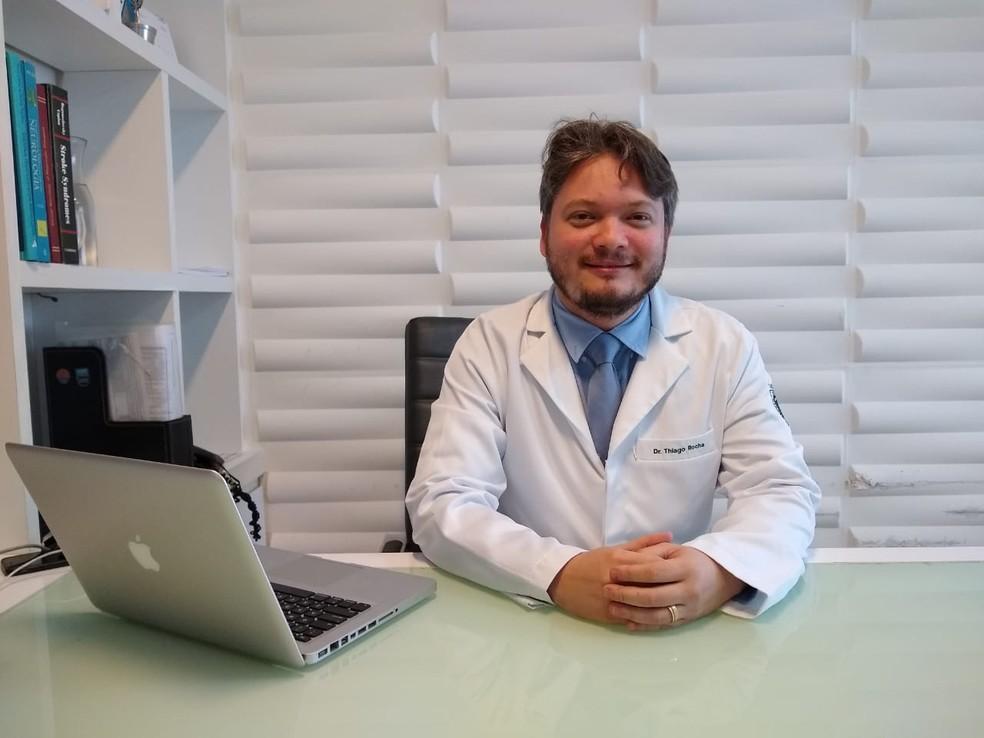 Neurocirurgião Thiago Rocha afirma que não é todo paciente que pode fazer cirurgia acordada — Foto: Igor Jácome/G1