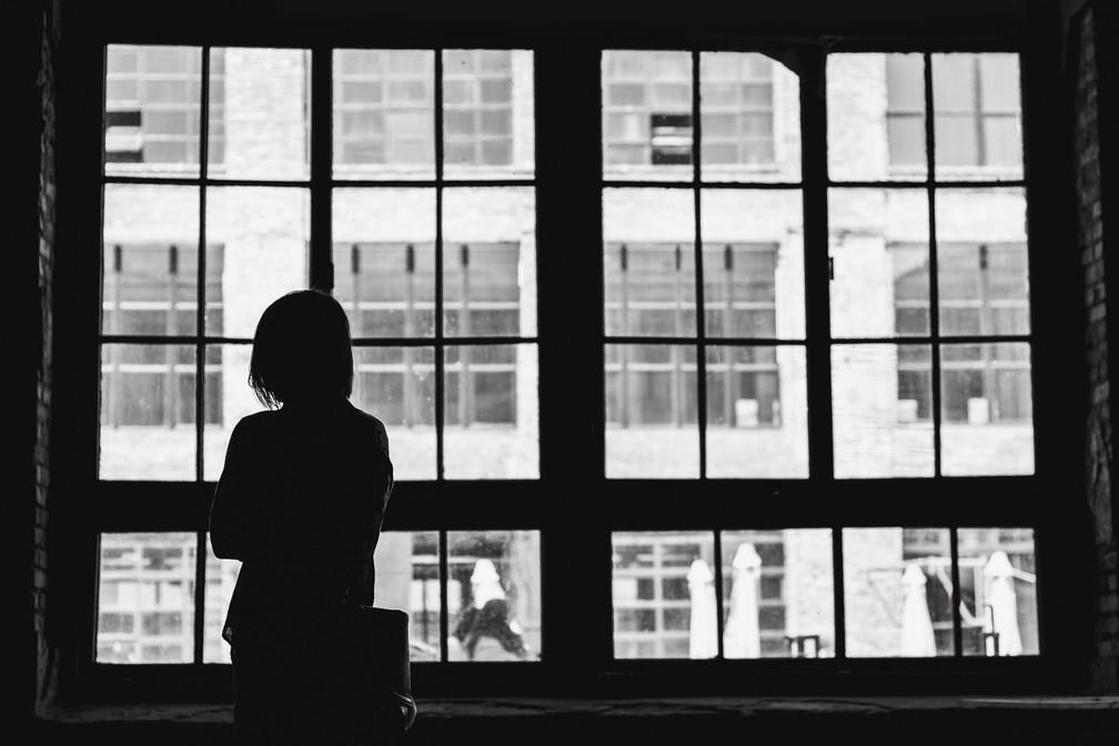 Terapia e técnicas de autoajuda podem auxiliar fóbicos — Foto: Alex Ivashenko/Unplash