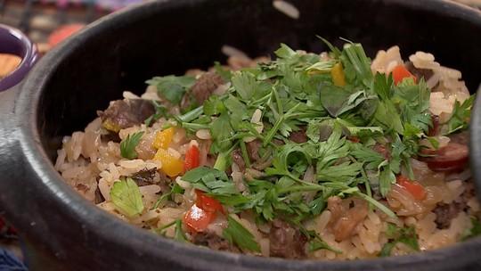 Shana Müller prepara receita de Arroz Especial do Sul no quadro Cozinha de Galpão